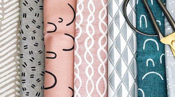 Tkaniny specjalistyczne na odzież medyczną – poznaj ich właściwości