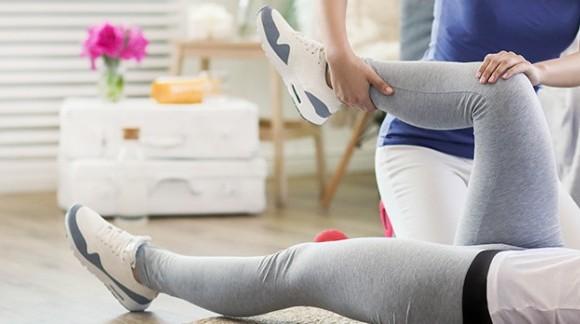 Strój dla fizjoterapeuty – najważniejsze kryteria doboru i wybrane stylizacje
